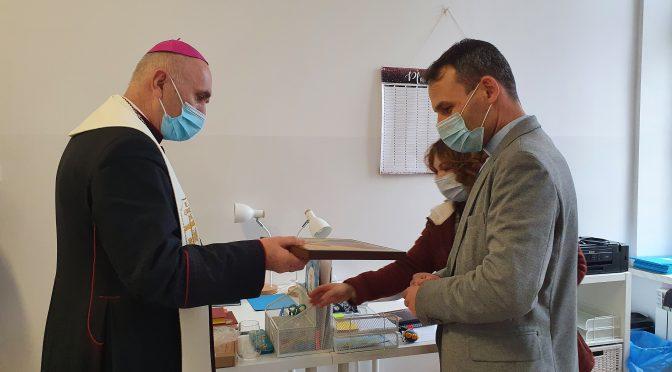 Bp Andrzej Iwanecki pobłogosławił nasze Biuro stacjonarne i umocnił Swym pasterskim słowem.